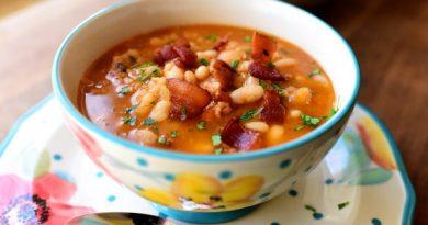 Фасолевый суп со свиной грудинкой