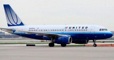 Пассажира United Airlines выгнали из первого класса, пригрозив наручниками