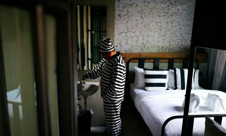В Бангкоке путешественники смогут провести ночь в «тюремной камере» за 39 евро