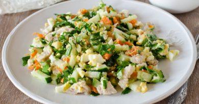 Салат с курицей, огурцом и морковью