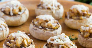 Шампиньоны с луком и орешками