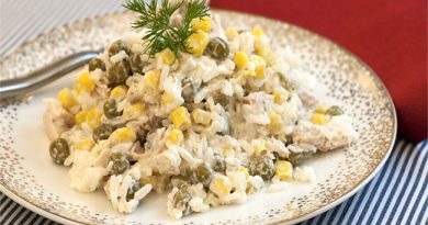 Салат с копченой курицей и рисом