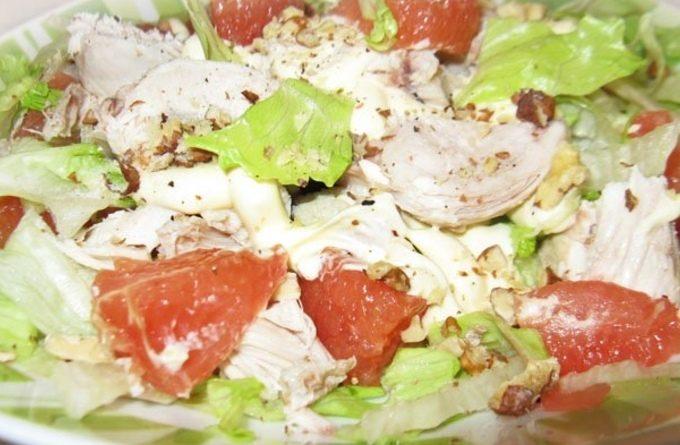 Новогодний салат из курицы с грейпфрутом