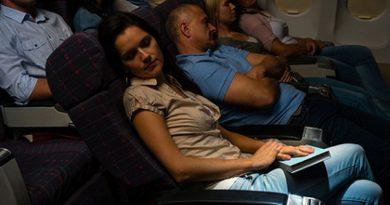 Феминистка посетовала на унижение женщин в самолётах