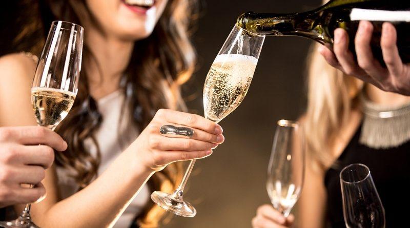 Шампанское: как пить и чем закусывать?