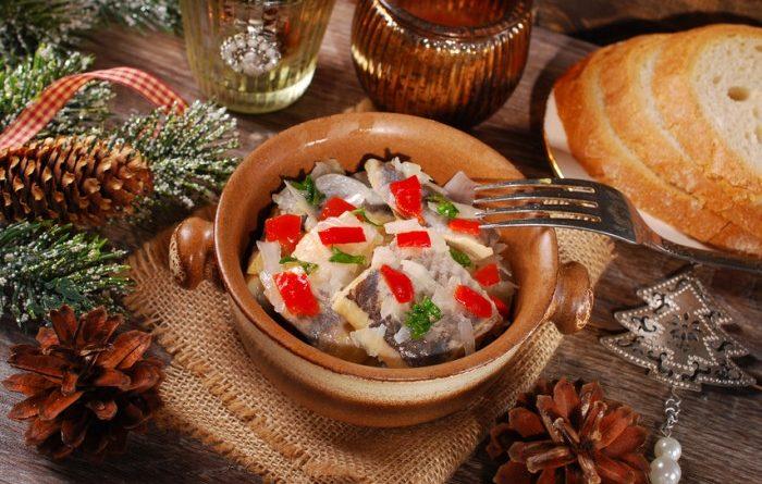 Маринованная сельдь с болгарским перцем: простая праздничная закуска