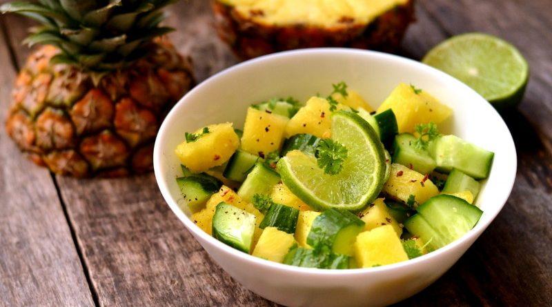 Салат с ананасом и огурцом