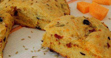 Тыквенный пирог с вялеными томатами