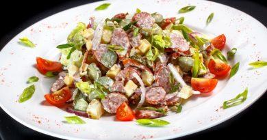 Немецкий колбасный салат