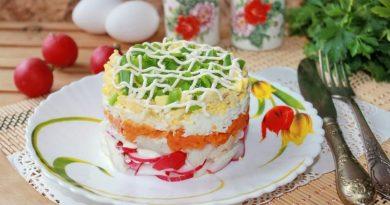 Салат с треской, овощами и яйцом