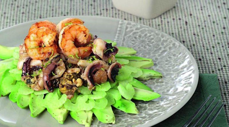 Салат из морепродуктов с карри