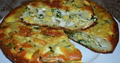 Аппетитный пирог с яйцами и луком в мультиварке