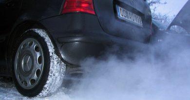 Можно ли подгазовывать при запуске двигателя в мороз?