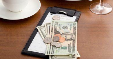 Сколько рекомендуется оставлять чаевые в отелях и ресторанах заграницей