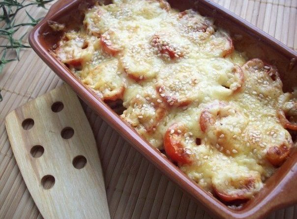 Кабачки, запеченные с шампиньонами и помидорами под сыром