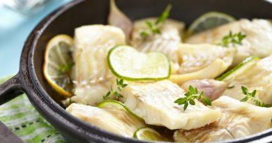 Рыба, запеченная с лимоном и чесноком