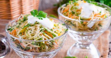 Салат из сельдерея с морковью и яблоком
