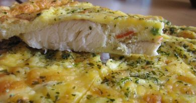 Сочная рыба, запеченная в яйце со сметаной