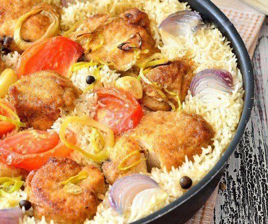 Грудка куриная, запечённая с рисом и овощами
