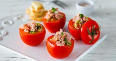 Фаршированные помидоры с консервированным тунцом