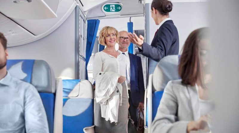 Что проверяют стюардессы, когда здороваются с пассажирами?