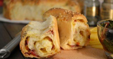 Порционный пирог с сыром и колбасой