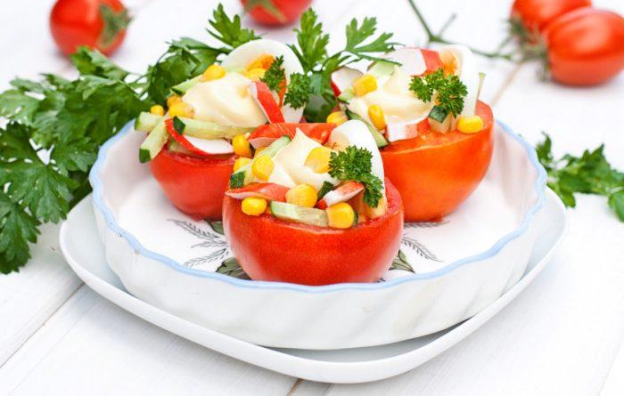 Помидоры с салатом из крабовых палочек