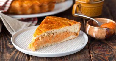 Пирог с капустой и икрой