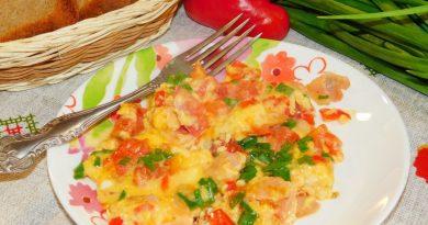 Омлет с беконом и овощами