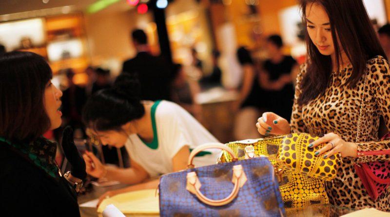 7daec41c9 Где в Китае туристы могут купить копии брендовой одежды