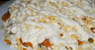 Печень под шубой с яблоками и сыром