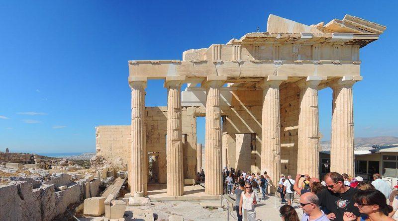 5 причин посетить Афины в мае туристу из России