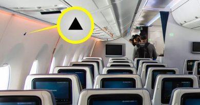 Зачем в салоне самолета маленькие треугольные наклейки