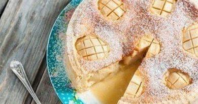 Пирог с яично-сметанной заливкой и яблоками
