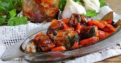 Скумбрия в банке: с морковью, томатом, луком, чесноком