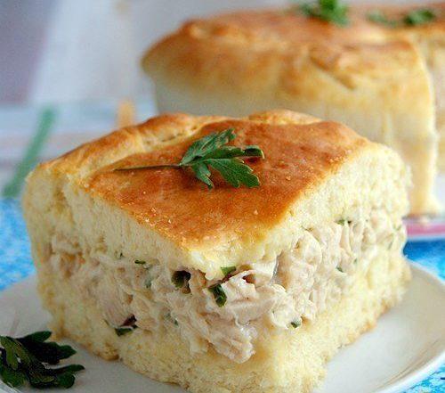 Пирог с курицей в соусе Бешамель