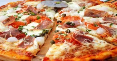 Пицца с колбасной начинкой