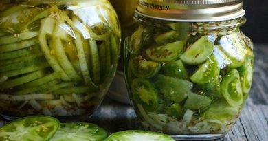 Соленые зеленые помидоры с хреном и укропом