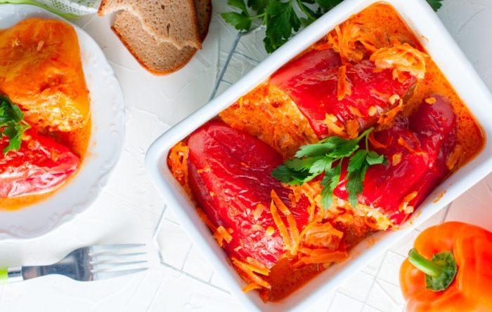 Вегетарианский фаршированный перец с рисом и грибами