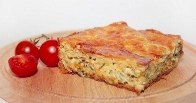 Пирог с сыром и луком.