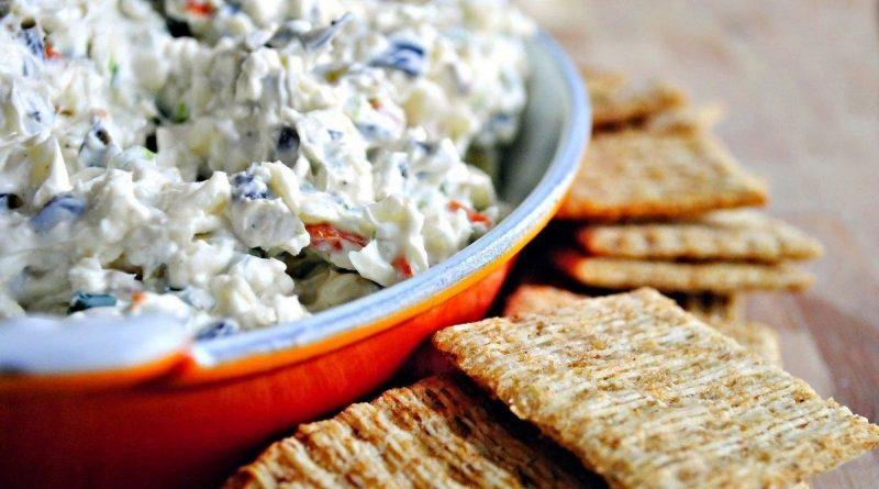 Салат с сыром и оливками