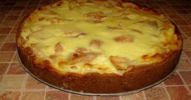Фруктовый пирог в нежнейшей заливке