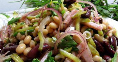 Лёгкий салат из фасоли с ветчиной.