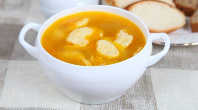 Суп с клецками на бульоне к обеду