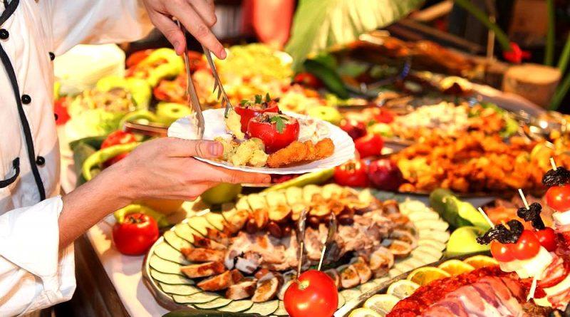 Какую еду на шведском столе лучше не пробовать