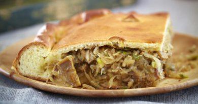 Пирог с кислой капустой и грибами