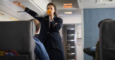 Откуда появляется кислород в самолете?