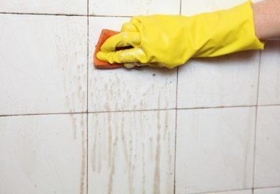 Как избавиться от плесени и грязных швов между плиткой?