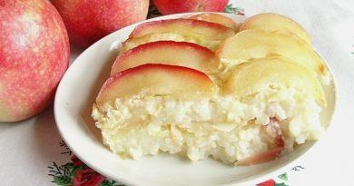 Рисовая бабка с яблоками в духовке.