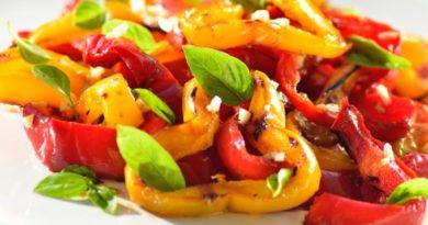 Пряный салат из красных перцев